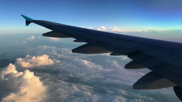 空の上から見る空は地上からとは違った美しさでした【ベトナム回想】